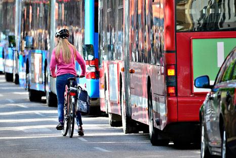 TEPR - cyclist in heavy traffic